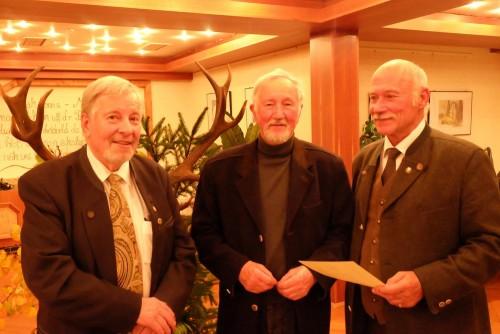 Für 25jährige Mitgliedschaft im Verein wurde Karl-Heinz Stahlberg (mitte) neben anderen von den Vereinsvorsitzenden geehrt.