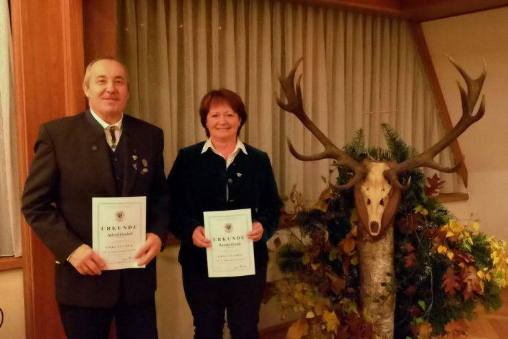 Langjährige Mitglieder im Jagdhornbläsercorps Kassel sind Alfred Deubel und Renate Frank. (Alle Fotos:  beb)